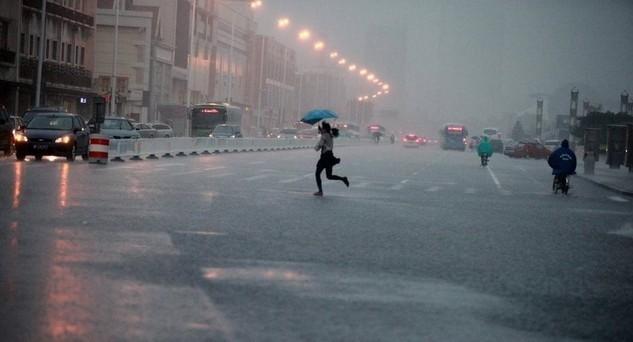 观天象:午时雨,不过三分钟。